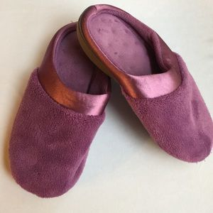 ISOTONER WOMENS MAUVE SLIPPERS SIZE 8.5-9